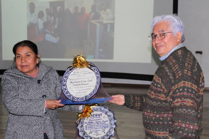 Centro Médico siglo XXI y SMDIF entregan estudio a artesanos de SPM