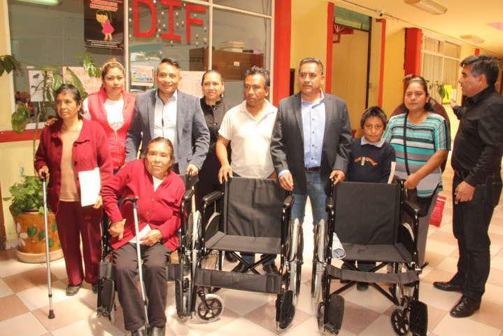 Ayuntamiento y SMDIF de Quilehtla entregaron aparatos funcionales