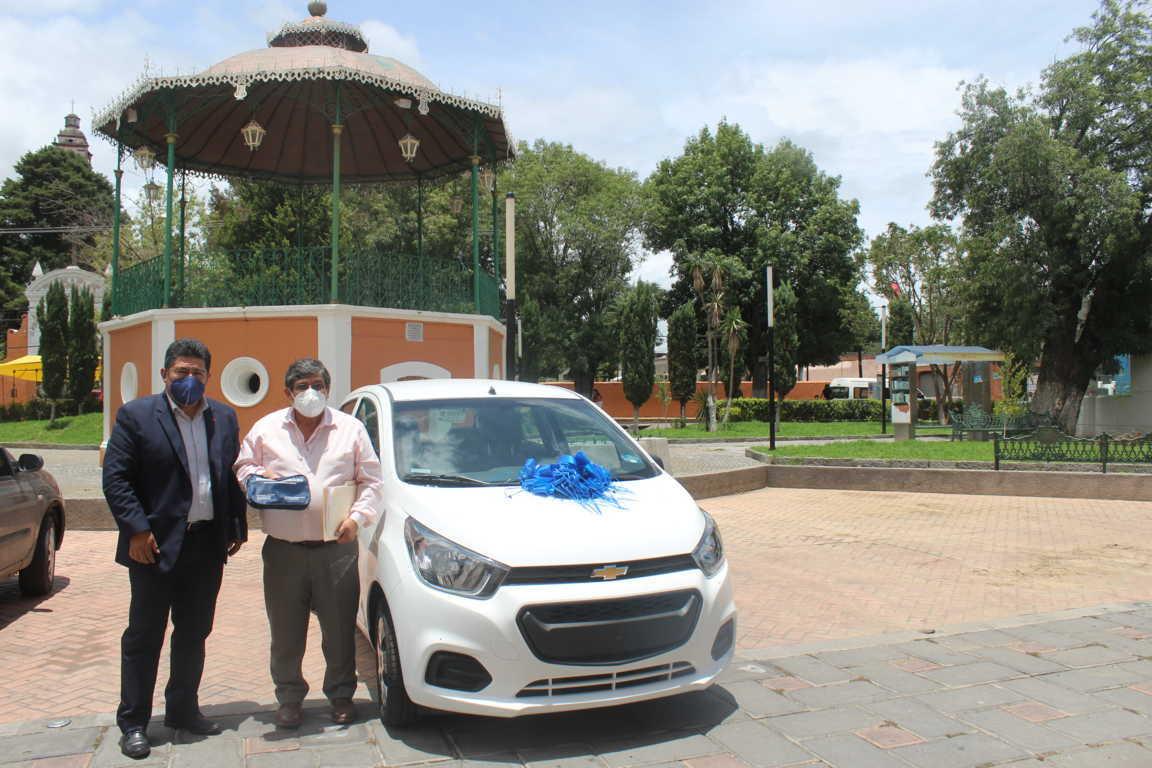 Entregan premio del sorteo -Cumple, Contribuye Y Gana Un Automóvil 2020- en Santa Cruz Tlaxcala