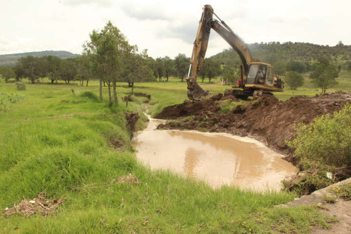Con desazolve de barrancas evitamos inundaciones en terrenos de cultivo: alcalde