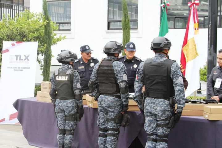 La SSC y el Ayto. de Hueyotlipan entregan armamento al grupo de operaciones especiales