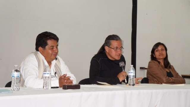 Presentan libro diccionario en Nahuatl y Orígenes del Carnaval en SPM