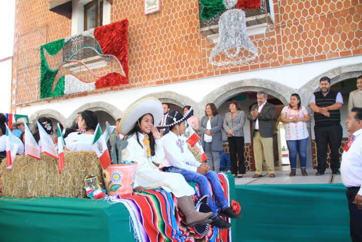 La participación de 12 instituciones se realizó el desfile del 16 de Septiembre