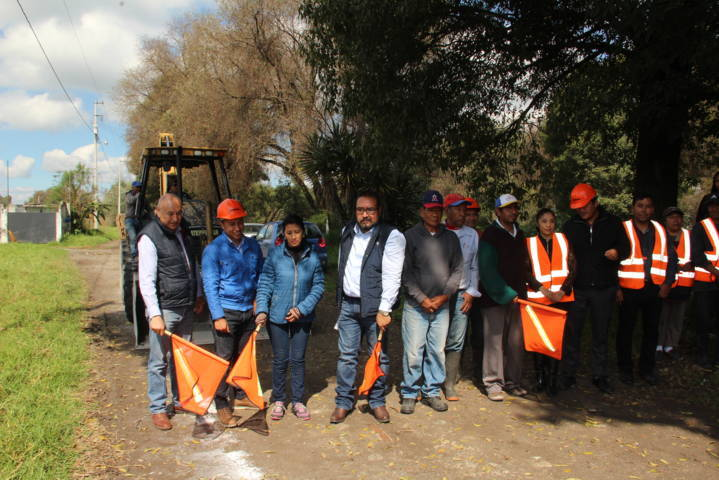Badillo Jaramillo entrega pavimento e inicia dos obras más