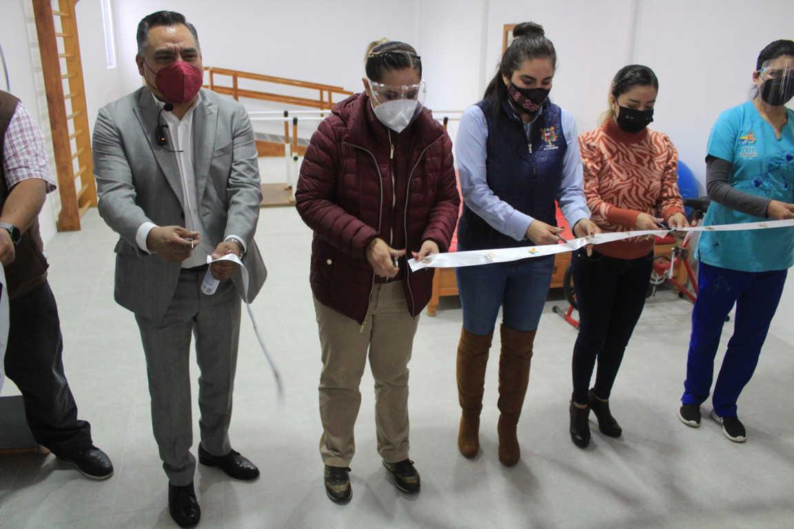 Entrega alcalde de Tetla Ampliación de Unidad Básica de Rehabilitación
