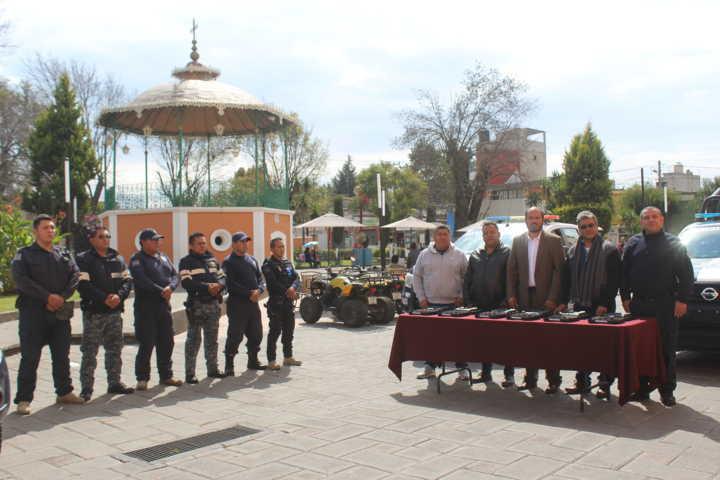 Presidente de Santa Cruz Tlaxcala entrega armamento a efectivos municipales