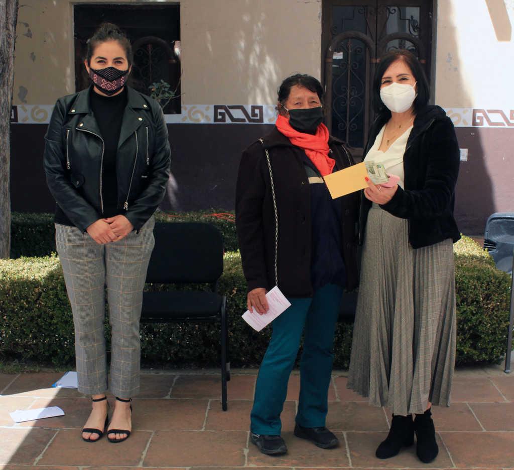 Entrega DIF de Tetla de la Solidaridad apoyos económicos para gastos médicos