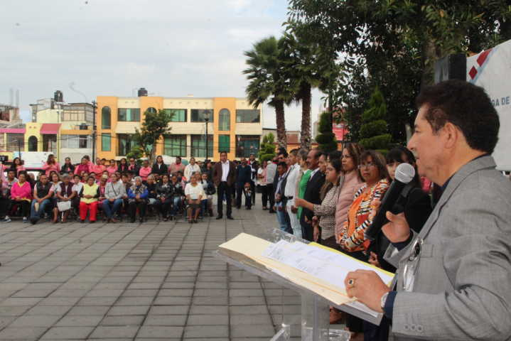 Alcalde impulsa la educación en los adultos para el desarrollo del municipio