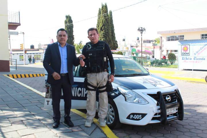 Entrega presidente de Tetla patrulla a la Dirección de Seguridad Pública del Municipio