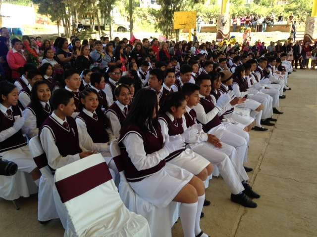 Líder de la CCCD apadrina estudiantes en Tepeyanco