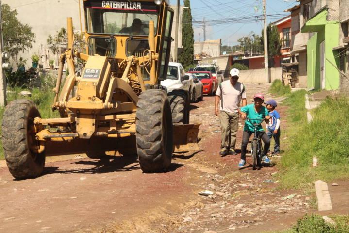Con la suma de esfuerzos vecino de la calle Ocotes tendrán un camino digno: alcalde