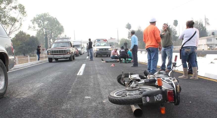 Motociclista derrapa sobre la autopista y sufre graves heridas