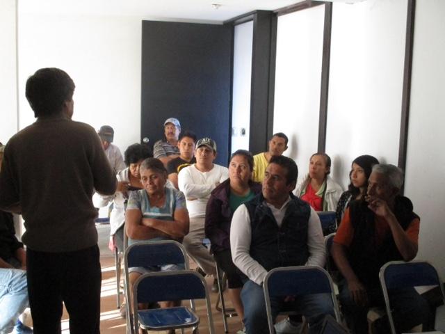 Vecinos de la calle Pablo Sidar reciben curso de Protección Civil en SPM
