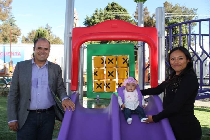 Equipan con juego infantil el parque de Santa Cruz Tlaxcala
