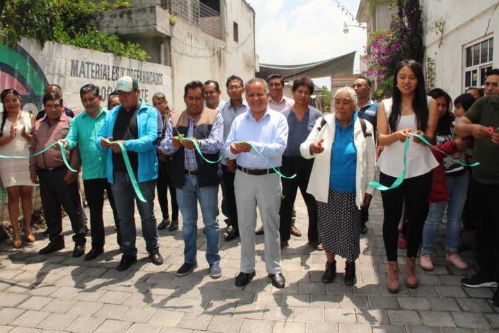Alcalde mejora la imagen urbana de la 2da Priv. De la calle principal