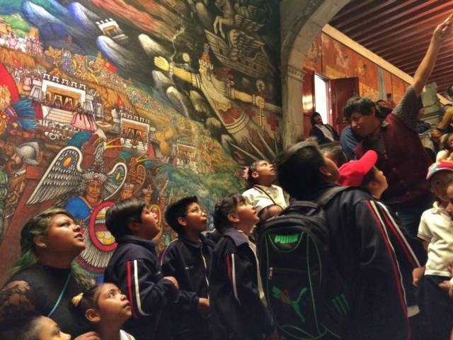 Acerca SEPE a lugares históricos de la capital a estudiantes de municipios alejados