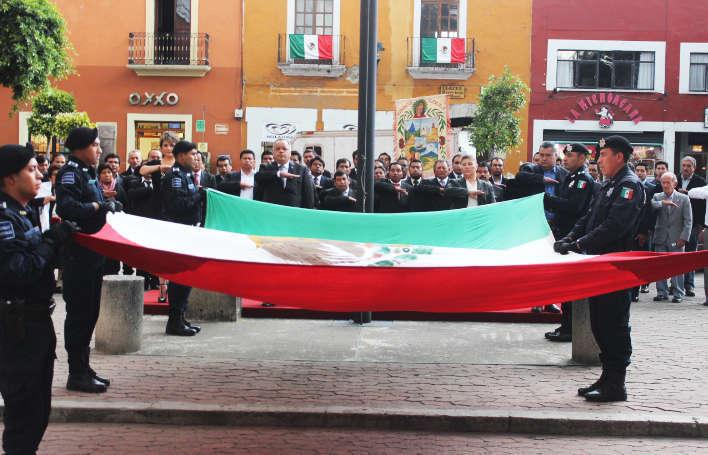 Encabeza Alcalde de Huamantla arrío de Bandera en Tlaxcala Capital