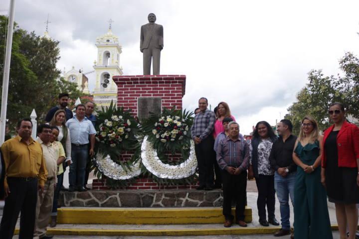 Conmemoran aniversario luctuoso de Emilio Sanchez Piedras en Chiautempan