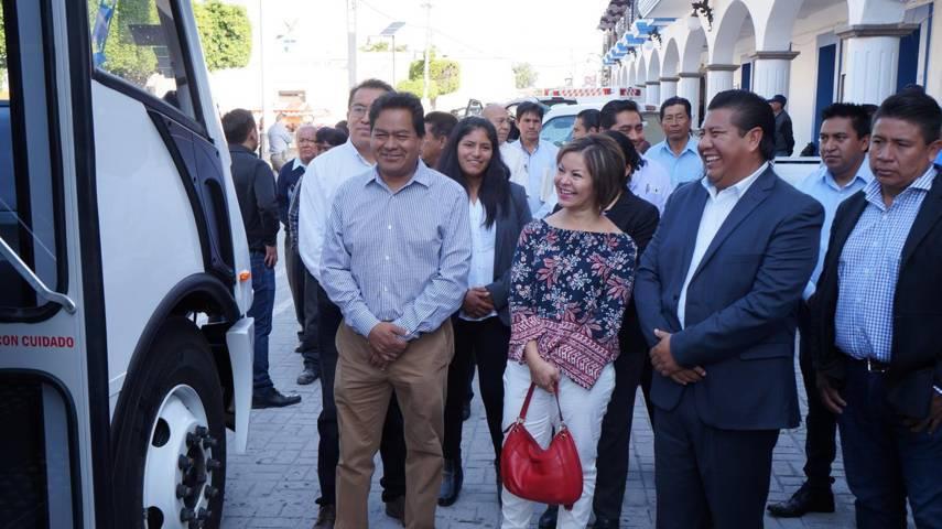 Presidente Municipal entrega vehiculos motores al Ayuntamiento de San Pablo del Monte