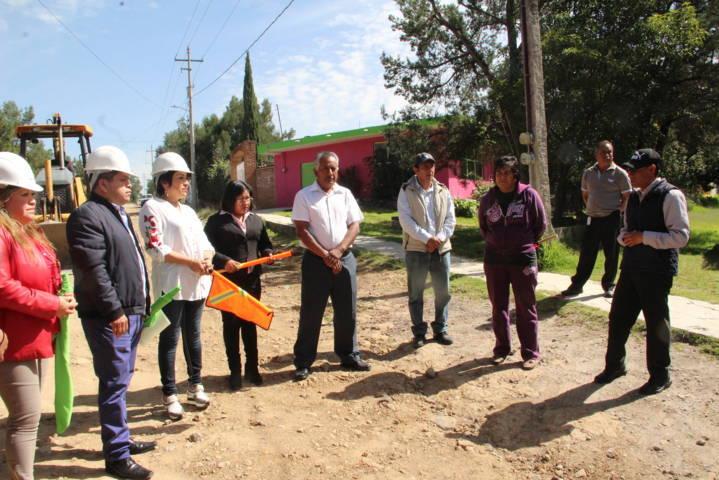 Carin Molina mejora la vialidad de la 5 de mayo del barrio de Metecatlan