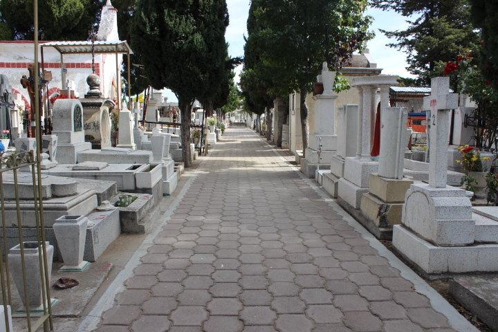 Panteones  de Huamantla  listos para celebración de  Día de Muertos