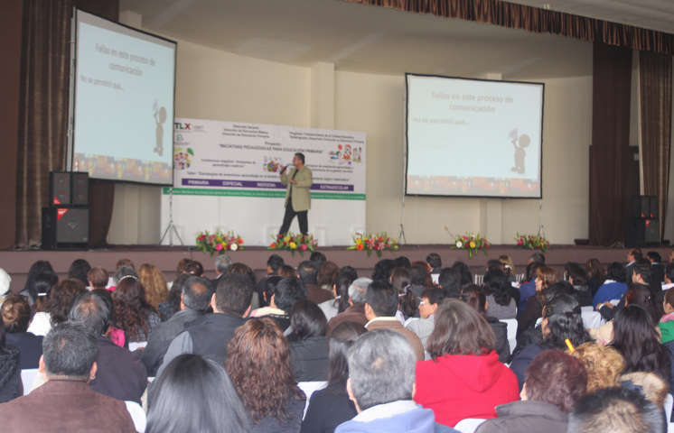 Capacita USET a más de mil docentes en estrategias pedagógicas innovadoras