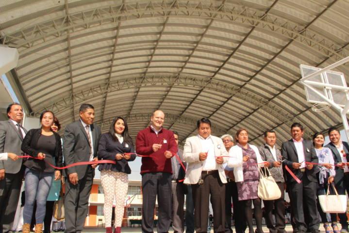 Alumnos de la Coyolxauhqui ya tienen una techumbre en su patio cívico: alcalde