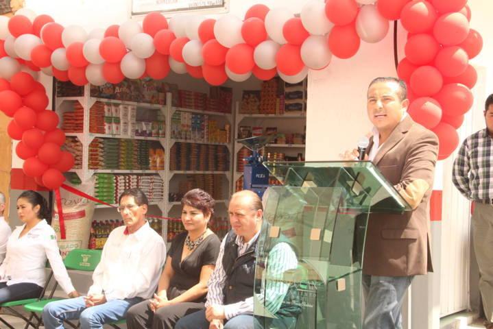 Con esta tienda comunitaria mejoramos la economía de las familias: alcalde