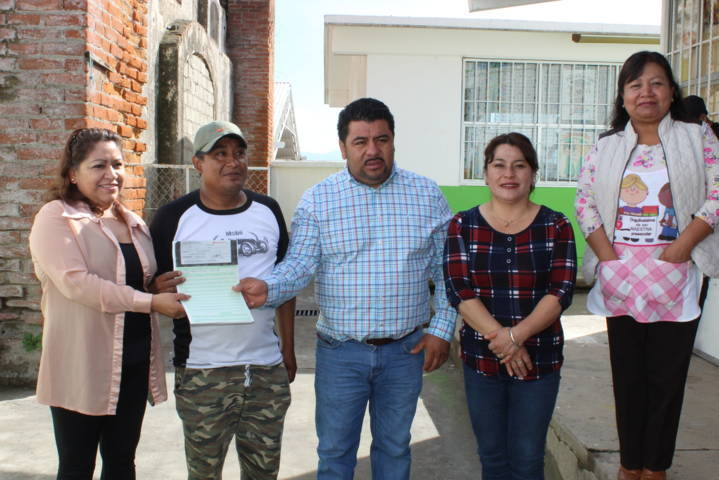 """Alcalde de Lardizábal entregó apoyo económico al preescolar """"Ignacio Manuel Altamirano"""""""