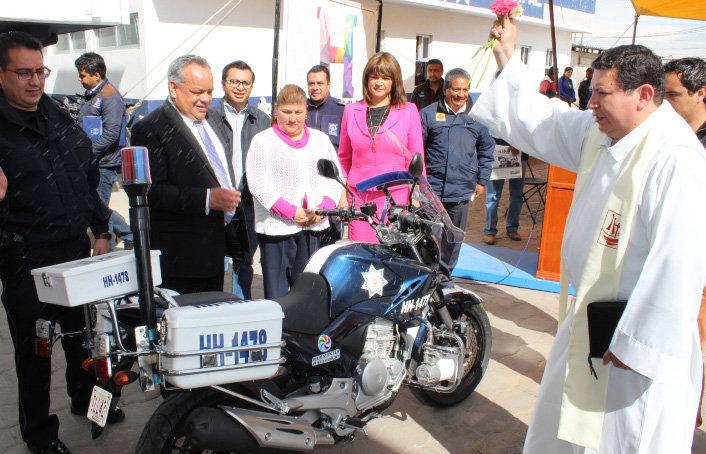 Alejandro Aguilar López inaugura  nuevas áreas en Seguridad Pública y entrega vehículo  y motocicleta