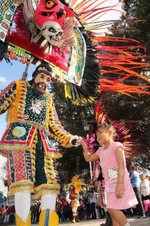 Con un desfile y un encuentro de camadas se vivió el 1er remate de carnaval