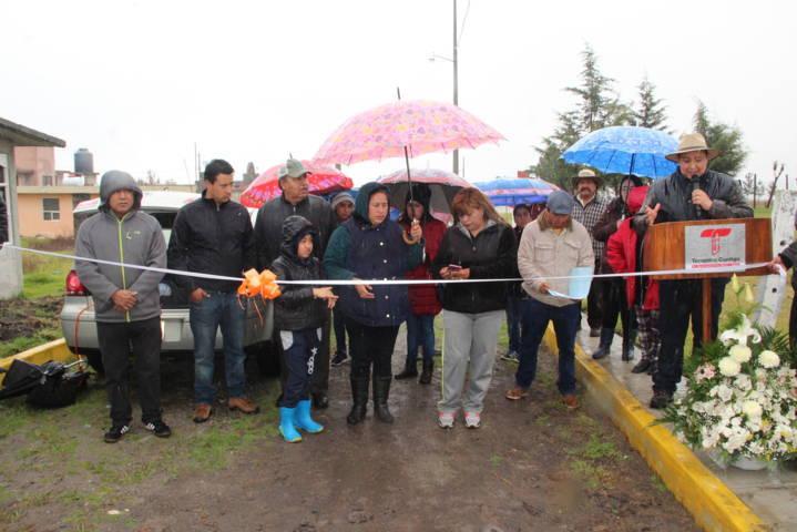 Alcalde continúa realizando obra pública en diferentes calles del municipio