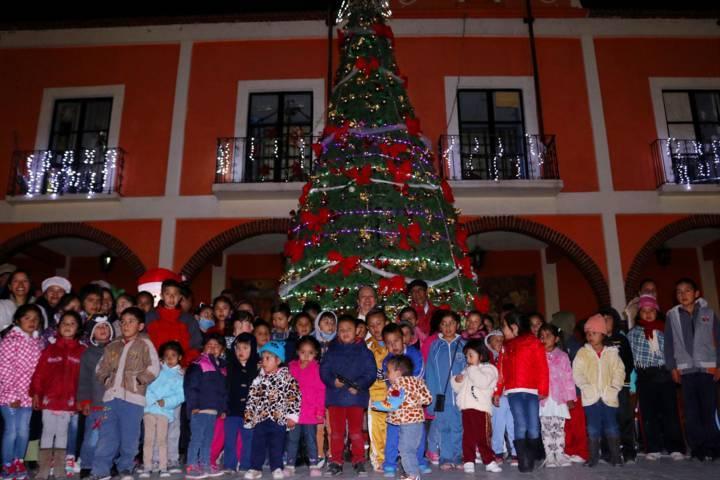 Encendido de árbol navideño en Texóloc