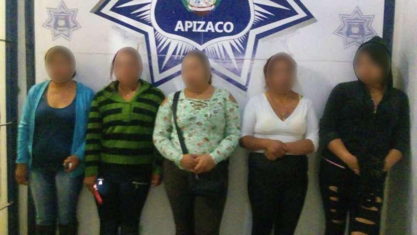 Policías de Apizaco retiran sexo servidoras de las calles
