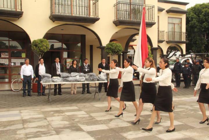 Entrega alcalde 2do paquete de uniformes a elementos de Seguridad Pública