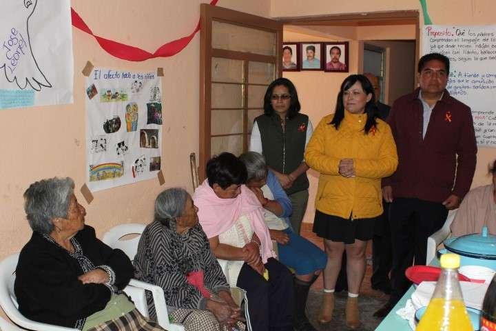 """Convive Alcalde y Presidenta de SMDIF Calpulalpan con Adultos Mayores de Comunidad  """"La Soledad"""""""