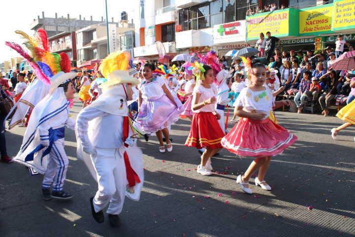 Con espectacular desfile cierran actividades de Carnaval En Chiautempan