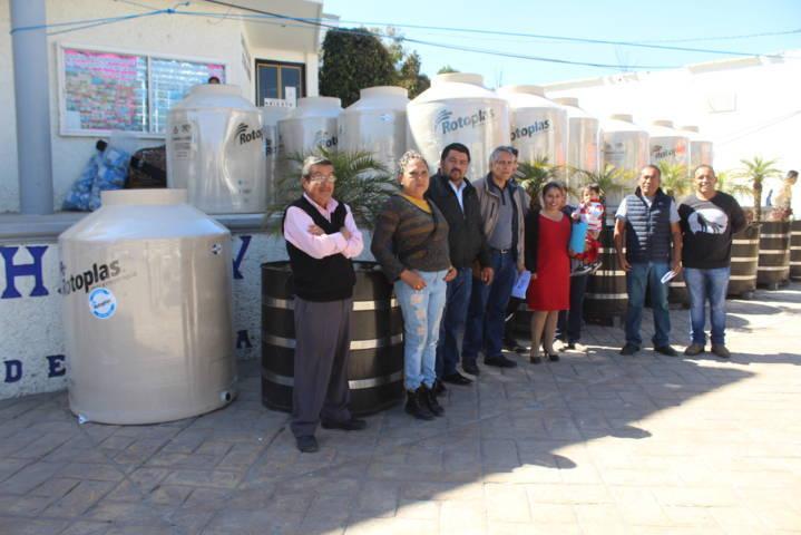 47 familias de Lardizábal son beneficiadas con tinacos rotoplas