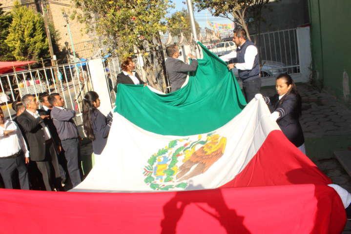 Herrera Vara encabezó homenaje cívico del Día de la Bandera Nacional