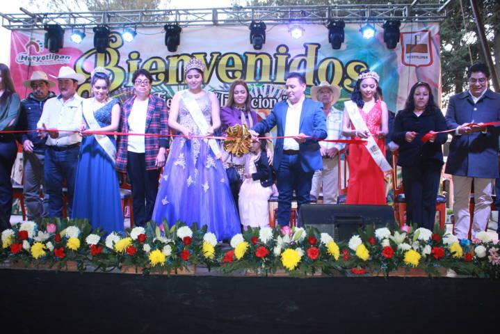 León Garfias encabezo desfile de inauguración de Feria Hueyotlipan 2019