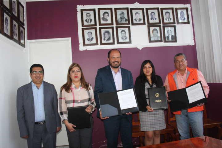 Firman convenio de colaboración Santa Cruz Tlaxcala y COSSIES