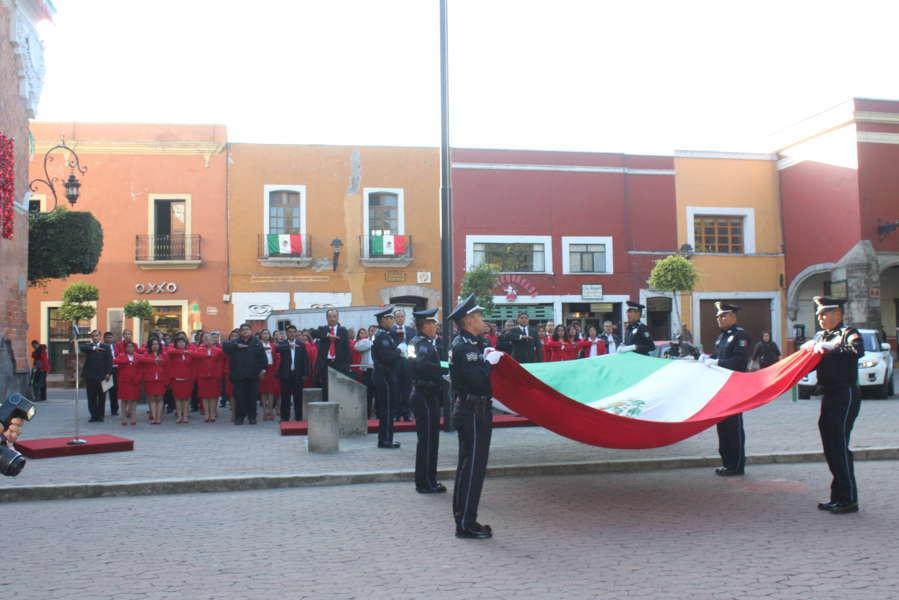 Encabeza CBP Izamiento de bandera en el zócalo de la capital