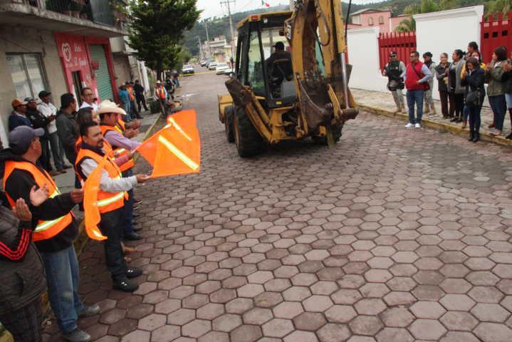Alcalde pone en marcha obra de mejoramiento urbano en la calle Álvaro Obregón