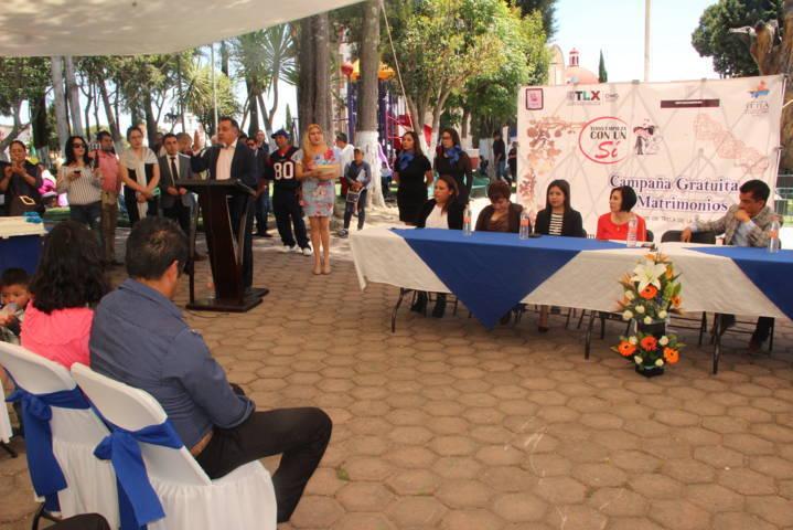 Fortalecen su unión 24 parejas en bodas colectivas en Tetla