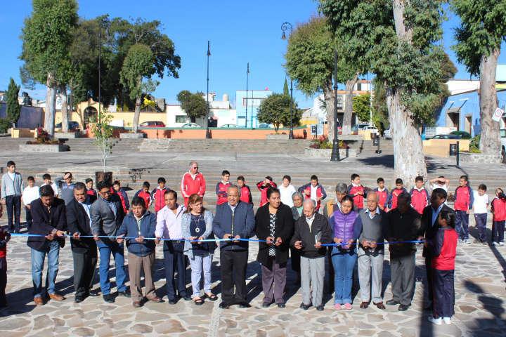 Entrega Alcalde de Huamantla rehabilitación de Plazuela histórica
