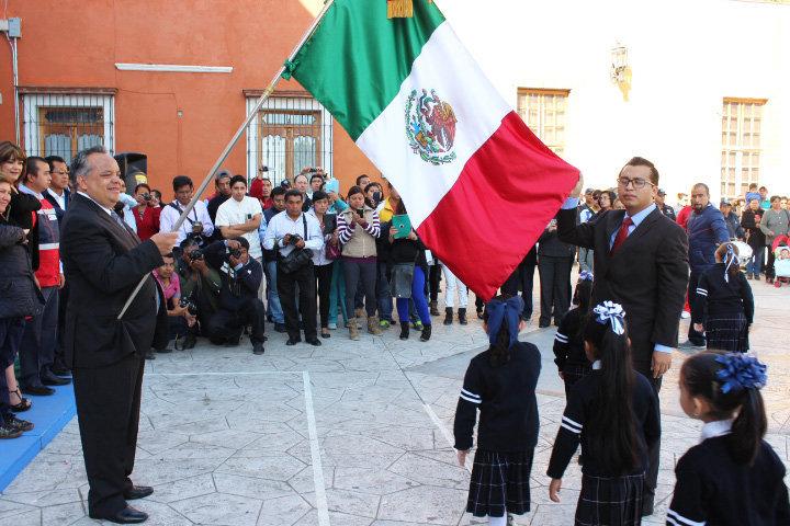 Encabeza Alejandro Aguilar López celebración  del LXXV aniversario del día de la Bandera