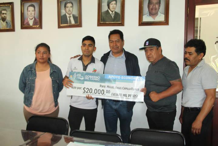 Alcalde apoya a boxeador que ira al campeonato continental en Nicaragua