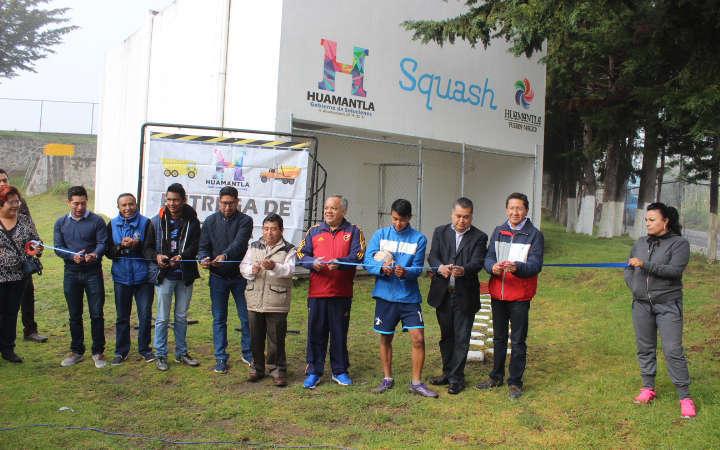Entrega alcalde Aguilar más espacios deportivos en Huamantla