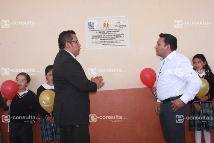 Alcalde eleva la calidad educativa en la comunidad de Cuaximala con una techumbre