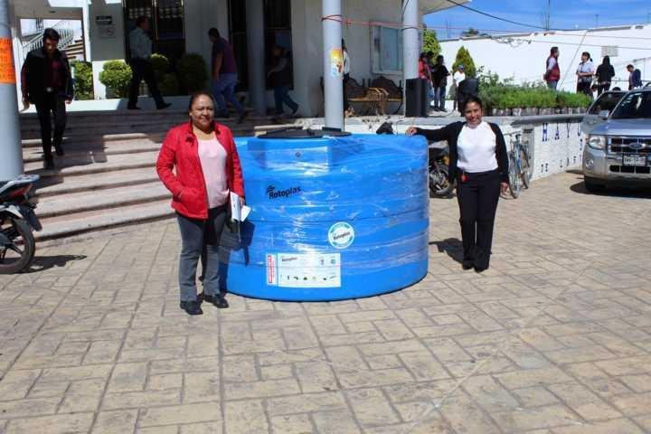 En Lardizábal, 31 familias fueron beneficiadas con un tinaco rotoplas